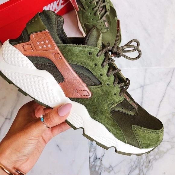 sports shoes 03018 cce7e Nike Air huarache run olive green women's shoes NWT